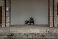 Makedonien. Mand sover på bænk i Ohrid. Foto: Jens Panduro