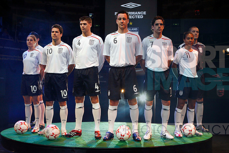 England Football players line up before the media to launch the new England home kit from left Kelly Smith, Michael Owen, Steven Gerrard, John Terry, Owen Hargreaves, Rachel Yankey, Paul Robinson