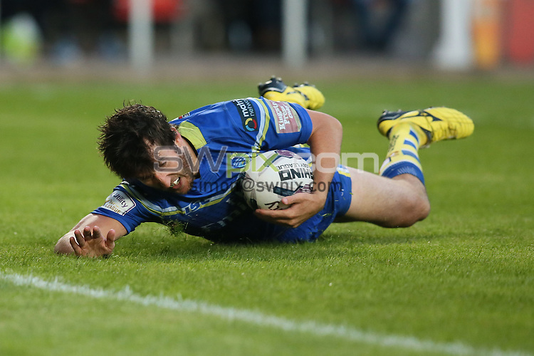 Picture by Paul Currie/SWpix.com - 03/06/2016 - Rugby League - First Utility Super League - St Helens v Warrington Wolves - Langtree Park, St Helens, England - Warrington Wolves' Stefan Ratchford scores the 4th try