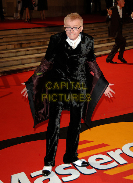 CHRIS EVANS.The Brit Awards 2006 - Arrivals,.Earls Court, London, England,.15 February 2006..full length funny black velvet suit jacket open earl's pop music brits.Ref: PL.www.capitalpictures.com.sales@capitalpictures.com.©Phil Loftus/Capital Pictures.