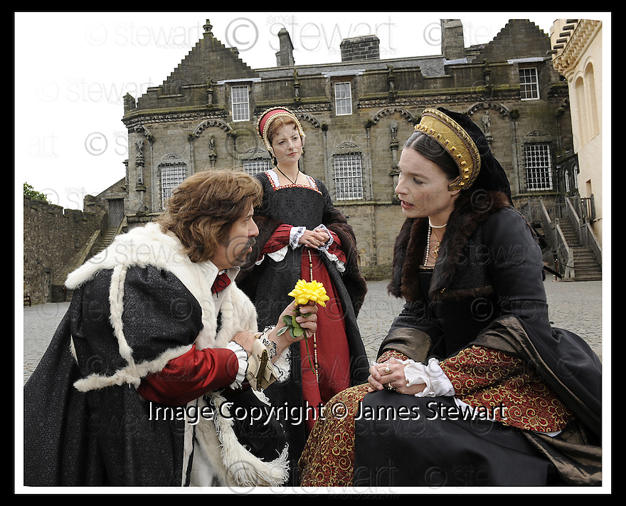 10/06/2008   Copyright Pic: James Stewart.File Name : sct_02_stirling.THE ENGLISH AMBASSADOR TO KING HENRY VIII OFFER A ROSE TO MARY DE GUISE AT THE LAUNCH OF THE STIRLING CASTLE PROJECT....James Stewart Photo Agency 19 Carronlea Drive, Falkirk. FK2 8DN      Vat Reg No. 607 6932 25.Studio      : +44 (0)1324 611191 .Mobile      : +44 (0)7721 416997.E-mail  :  jim@jspa.co.uk.If you require further information then contact Jim Stewart on any of the numbers above........