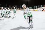 Stockholm 2015-01-06 Bandy Elitserien Hammarby IF - V&auml;ster&aring;s SK :  <br /> V&auml;ster&aring;s Jonas Nilsson tackar V&auml;ster&aring;s supportrar efter matchen mellan Hammarby IF och V&auml;ster&aring;s SK <br /> (Foto: Kenta J&ouml;nsson) Nyckelord:  Elitserien Bandy Zinkensdamms IP Zinkensdamm Zinken Hammarby Bajen HIF V&auml;ster&aring;s VSK jubel gl&auml;dje lycka glad happy