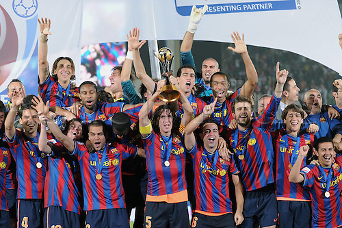 19 12 2009  FIFA Club World Cup UAE 2009 19 12 2009 Final Estudiantes de La Plata FC Barcelona cheering Barca Rafael Marquez Lionel Messi Dani Alves Carles Puyol with the Club World Cup Cup Xavi Gerard Pique Bojan and Pedro front v left Zlatan Ibrahimovic Seydou Keita Yaya Toure Sergio Busquets Victor Valdes and Thiery Henry