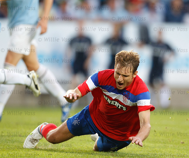 Nikica Jelavic misses a gret chance to score late in the game