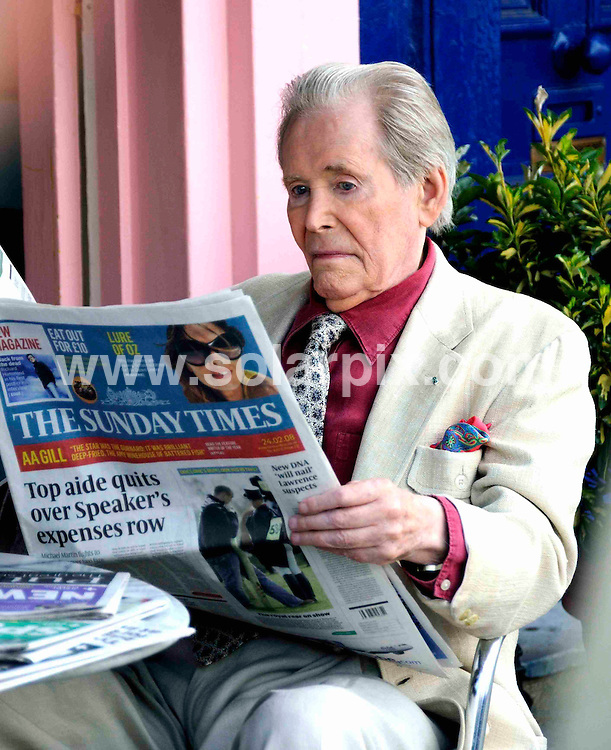 """**ALL ROUND PICTURES FROM SOLARPIX.COM**.**WORLDWIDE SYNDICATION RIGHTS**.Actor Peter O'Toole helps to launch the new Sunday Times newspaper redesign.The £3m marketing campaign also has a new slogan: """"The Sunday Times. For all you are."""" London, UK. 3rd July 2008..JOB REF: 6774 STN     DATE: 03_07_2008.**MUST CREDIT SOLARPIX.COM OR DOUBLE FEE WILL BE CHARGED* *UNDER NO CIRCUMSTANCES IS THIS IMAGE TO BE REPRODUCED FOR ANY ONLINE EDITION WITHOUT PRIOR PERMISSION*"""