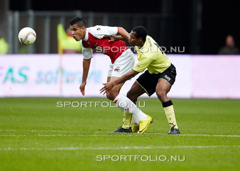 Nederland, Alkmaar, 31 oktober 2010 .Eredivisie .Seizoen 2010-2011 .AZ-Feyenoord (2-1) .Jonathas (l) van AZ en Andre Bahia van Feyenoord strijden om de bal