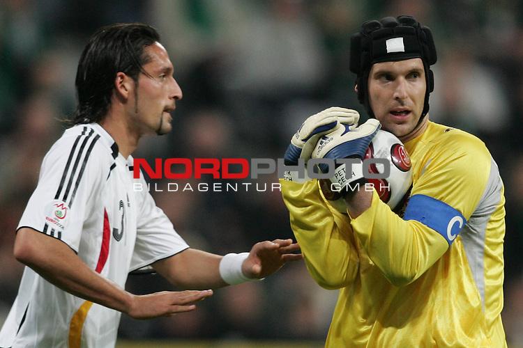 Qualifikation EM 2007 Gruppe: D - Deutschland (GER) vs. Tschechien (CZ). <br /> <br /> Torh&uuml;ter Petr Cech (Tschechien #1) vor Kevin Kuranyi (Deutschland #31).<br /> <br /> <br /> Foto &copy; nph (  nordphoto  )<br /> <br /> <br /> <br />  *** Local Caption ***