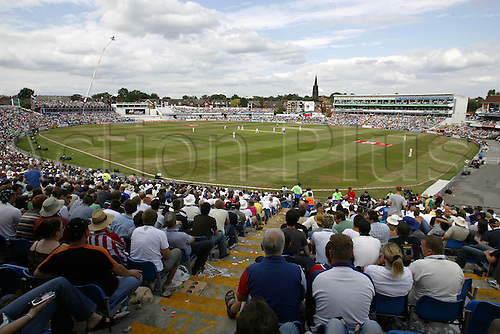 6 August 2006: General view of Headingley Carnegie Stadium during day 3 of the 3rd Npower Test Match between England and Pakistan played at Headingley Cricket Ground, Leeds. Photo: Neil Tingle/Action Plus..060806 cricket venue ground