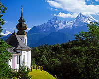 DEU, Deutschland, Bayern, Oberbayern, Berchtesgadener Land, Maria Gern, Wallfahrtskirche und der Watzmann (2.713 m) | DEU, Germany, Bavaria, Upper Bavaria, Berchtesgadener Land, Maria Gern, pilgrimage church and Watzmann mountain (2.713 m)