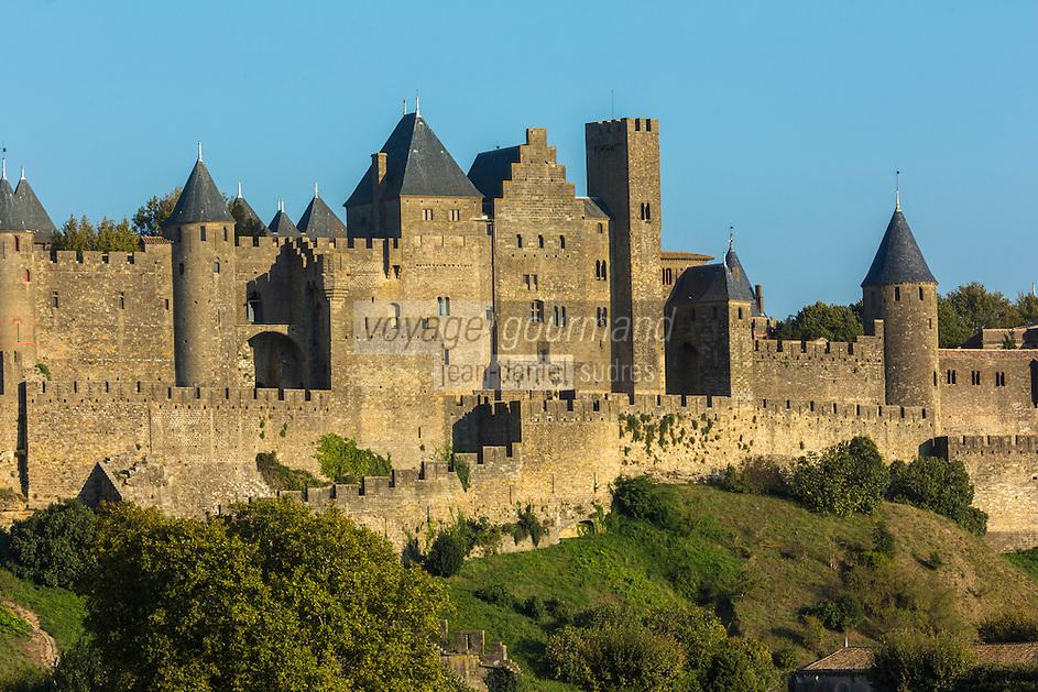 France, Aude (11), Carcassonne, cité médiévale classée Patrimoine Mondial de l'UNESO // France, Aude, Carcassonne, medieval town listed as World Heritage by UNESCO, the medieval city surrounded by wines