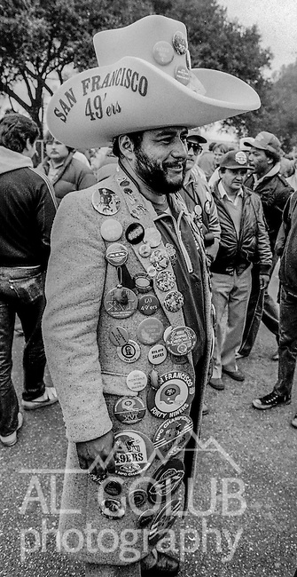 49ers fan with buttons at the Super Bowl XIX tailgate on the Stanford University campus. The San Francisco 49ers defeated the Miami Dolphins 38-16 on Sunday, January 20, 1985.