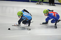 SHORTTRACK: DORDRECHT: Sportboulevard Dordrecht, 24-01-2015, ISU EK Shorttrack, Relay, Ruslan ZAKHAROV (RUS | #64), Richard SHOEBRIDGE (GBR | #24), ©foto Martin de Jong