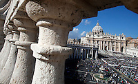 Una veduta di Piazza San Pietro durante una messa giubilare celebrata da Papa Francesco,  Citta' del Vaticano, 9 ottobre 2016.<br /> A view of St. Peter's Square during a Jubilee Mass celebrated by Pope Francis, at the Vatican, 9 October 2016.<br /> UPDATE IMAGES PRESS/Isabella Bonotto<br /> <br /> STRICTLY ONLY FOR EDITORIAL USE