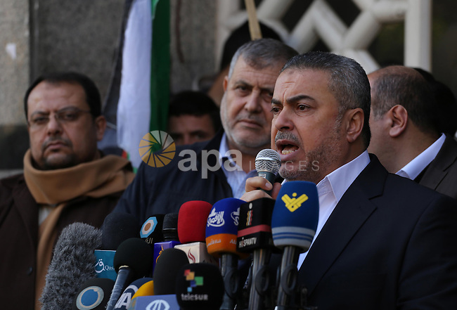 Senior Hamas leader Ismail Radwan, speaks during a press conference, in Gaza city on January 21, 2016. Photo by Mohammed Asad