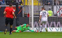 Torwart Rune Jarstein (Hertha BSC Berlin) rettet - 27.04.2019: Eintracht Frankfurt vs. Hertha BSC Berlin, 31. Spieltag Bundesliga, Commerzbank Arena DISCLAIMER: DFL regulations prohibit any use of photographs as image sequences and/or quasi-video.