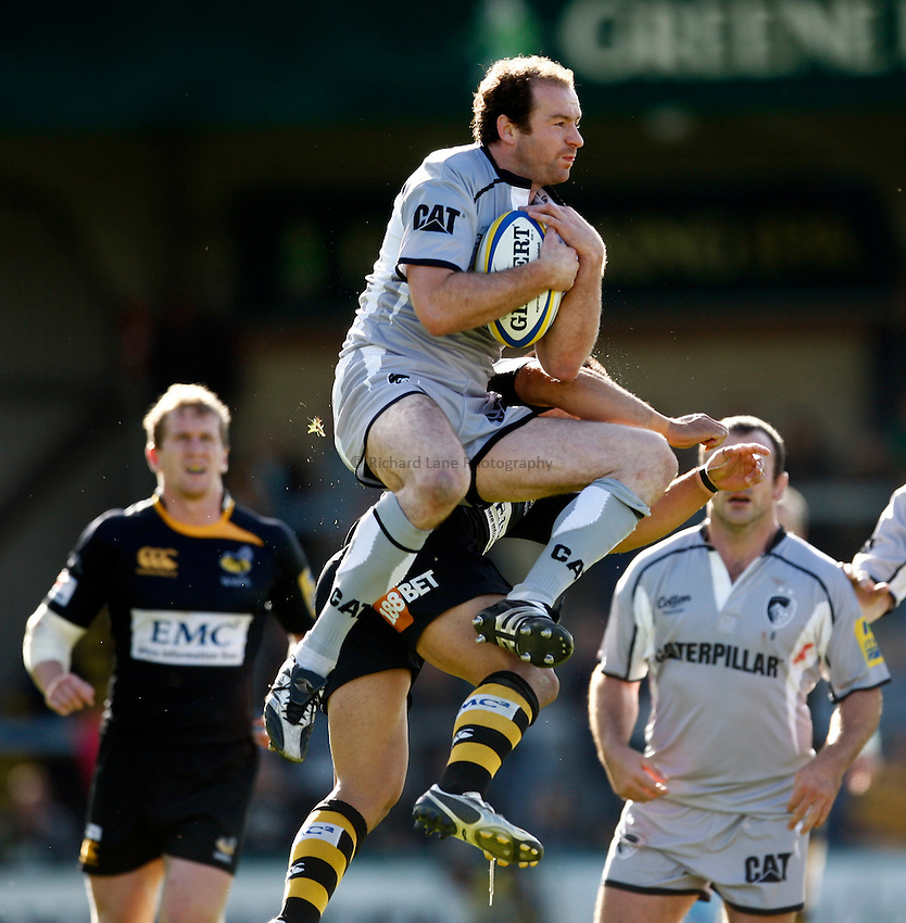 Photo: Richard Lane/Richard Lane Photography. London Wasps v Leicester Tigers. Aviva Premiership. 18/09/2010. Tigers' Geordan Murphy catches a high ball.