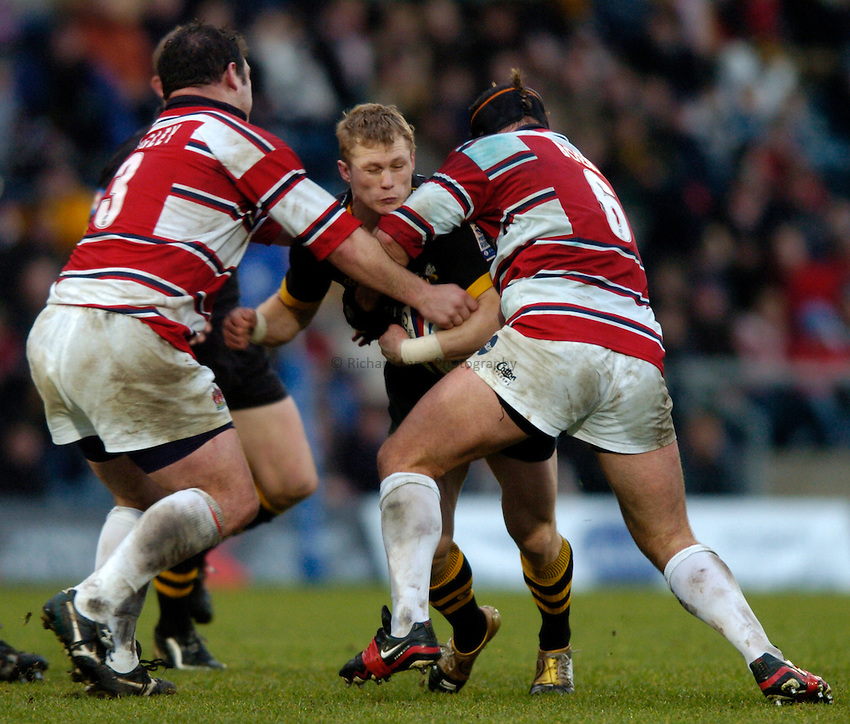Photo. Richard Lane..London Wasps v Gloucester. Zurich Premiership.  27/12/2004..Josh Lewsey attacks the Gloucester defence.