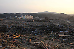March 29, 2011, Minamisanriku, Miyagi, Japan - The town is still in ruins more than two weeks after the tsunami. In the hamlet of Shizugawa, concrete buildings lie in ruin by the harbor. (Photo by Wesley Cheek/AFLO) [3682]