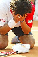 2-6-06,France, Paris, Tennis , Roland Garros, Martin Vassallo Arguello verslaat Sluiter en gaat uit zijn dak