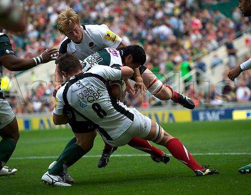 04.09.2010 The first match of the double header from Twickenham Harlequins v London. Ernst Joubert (Captain) of Saracens and Hugh Vyvyan of Saracens tackle Elvis Seveali'i of London Irish.