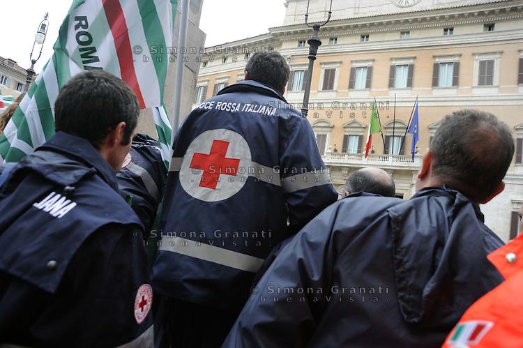 Roma,26 Ottobre 2011.Piazza Montecitorio.Protesta delle lavoratrici e dei lavoratori della Croce Rossa Italiana contro i licenziamenti e le dismissioni