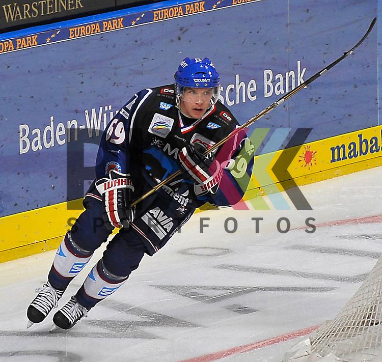 Mannheims Florian Kettemer (Nr.69)  beim Spiel in der DEL, Adler Mannheim - Nuernberg Ice Tigers.<br /> <br /> Foto &copy; Ice-Hockey-Picture-24 *** Foto ist honorarpflichtig! *** Auf Anfrage in hoeherer Qualitaet/Aufloesung. Belegexemplar erbeten. Veroeffentlichung ausschliesslich fuer journalistisch-publizistische Zwecke. For editorial use only.