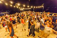 """200 """"mamme""""  americane che fanno parte del progetto""""judish women renaissance project"""" improvvisano la danza tradizionale israeliana della Hora"""