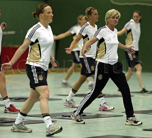 20 04 2011  Womens national football team Germany Athletics and Coordination training in Cologne Wed Trainer Silvia Envy Germany