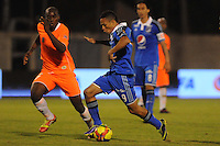 ENVIGADO -COLOMBIA-25-01-2014. Yilmar Angulo (izq) de Envigado disputa el balón con Anderson Plata (Der) de Millonarios durante partido por la fecha 1 de la Liga Postobón I 2014 realizado en el Polideportivo Sur de la ciudad de Envigado./ Yilmar Angulo (L) of Envigado fights for the ball with Anderson Plata (R) of Millonarios during match for the 1st date of the Postobon League I 2014 at Polideportivo Sur in Envigado city.  Photo: VizzorImage/Luis Ríos/STR