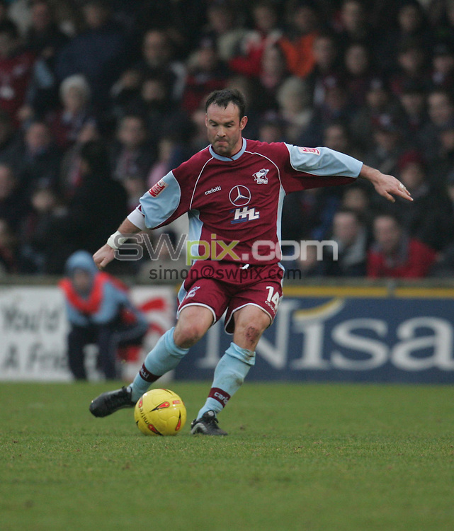Pix: John Clifton/SWpix.com. Football... Scunthorpe v Bury. 15/01/2005...COPYRIGHT PICTURE>>SIMON WILKINSON>>01943 608782>>..Peter Beagrie - Scunthorpe