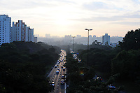 SAO PAULO, SP, 04 MARCO 2013 - TRANSITO CAPITAL PAULISTA - Transito intenso na Avenida Bandeirantes sentido marginal Pinheiros, nesta segunda-feira, 04.(FOTO: ADRIANO LIMA / BRAZIL PHOTO PRESS).