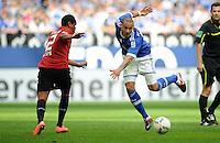 FUSSBALL   1. BUNDESLIGA   SAISON 2011/2012   33. SPIELTAG FC Schalke 04 - Hertha BSC Berlin                         28.04.2012 Ronny  (li, Hertha BSC Berlin) gegen Jermaine Jones (re, FC Schalke 04)
