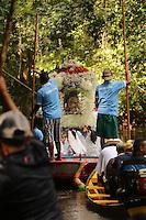 Castanhal,Par&aacute;,Brasil. C&iacute;rio de Nossa Senhora de Nazar&eacute;, na Agrovila de Macapazinho, Par&aacute;, Brasil. Realizado h&aacute; 89 anos pela Par&oacute;quia de Cristo Rei, percorre as &agrave;guas do rio Ape&uacute; um dos mais importantes da regi&atilde;o.<br /> Dezenas de embarca&ccedil;&otilde;es com fieis seguem o barco que leva a imagem da Santa. 07/08/2016. Photo Ney Marcondes