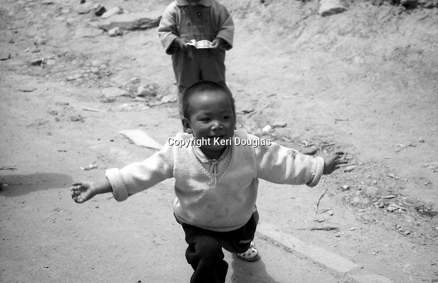 Open arms, little boy's reaction, Tibet