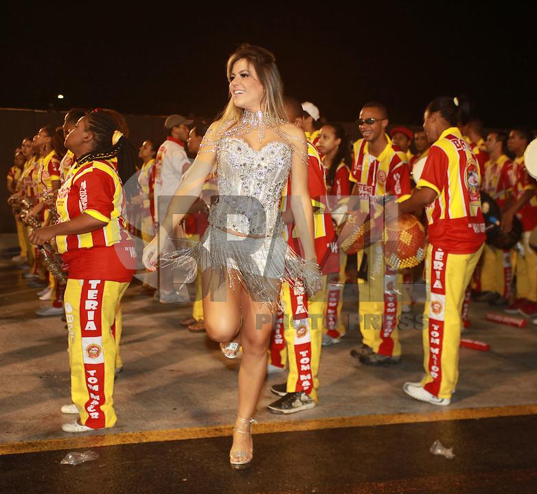 SAO PAULO, SP, 12 DE FEVEREIRO 2012 - ENSAIO TOM MAIOR - A modelo Tania Oliveira e vista no  Ensaio técnico da Escola de Samba Tom Maior na preparação para o Carnaval 2012. O ensaio foi realizado na noite deste domingo (12/02) no Sambódromo do Anhembi, zona norte da cidade. (FOTO: RICARDO LOU - NEWS FREE).