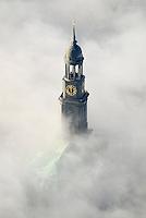 Michel im Nebel: EUROPA, DEUTSCHLAND, HAMBURG, (EUROPE, GERMANY), 25.12.2005: St. Michaelis schaut aus dem Nebel, Seerauch, Merrrauch, es ist 11:59 Uhr, Michel, Kirchturm. Der 132 Meter hohe, charakteristische Kirchturm zaehlt zu den hoechsten Kirchtuermen der Welt und er ist der zweit hoechste in Hamburg, der ganz mit Kupfer verkleidet ist, praegt die Silhouette und galt schon frueh als Orientierungsmarke fuer die auf der Elbe nach Hamburg segelnden Schiffe. In 82 m ist die Turmplattform, die einen weiten Ausblick ueber die Stadt bietet, man kann sie zu Fuss ueber 453 Stufen oder mit einem Fahrstuhl erreichen. Die Uhr im Kirchturm ist die groesste ihrer Art in Deutschland. Sie misst im Durchmesser acht Meter, der grosse Zeiger eine Laenge von fuenf Meter, der kleine 3,60 m und beide wiegen zusammen 130 Kilogramm, Stichworte: Europa, Deutschland, Hamburg, Nebel, Wolke, Wolken, Luftbild, Luftansicht, Wahrzeichen, Reise, reisen, Turm, Turmspitze, Aufwind-Luftbilder
