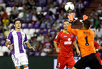 Real Valladolid´s Javi Guerra (l) and Getafe's Alexis (c) during La Liga match.August 31,2013. (ALTERPHOTOS/Victor Blanco)