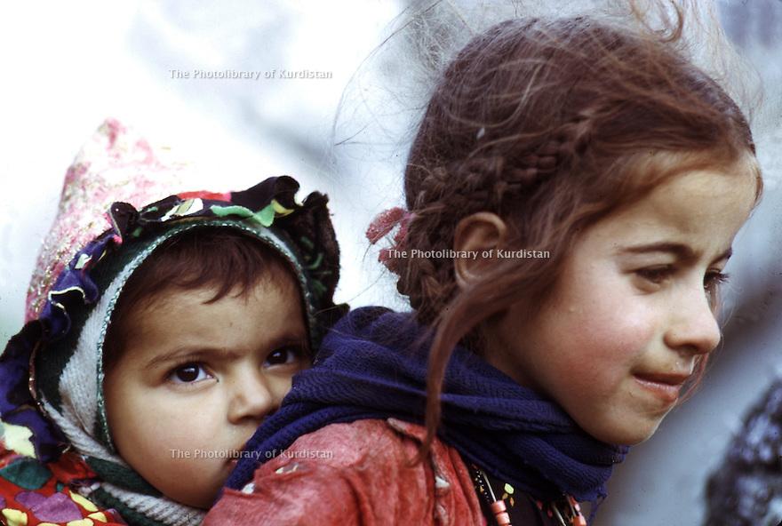 Irak 1973.Deux enfants à Haj Omran.Iraq 1973.Two young children in Haj Omran.
