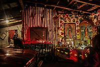 Al menos tres familiares heridos de bala entre ellos una mujer embarazada devido a una riña familiar a causa de celos en un hogar de la colonia Cafe Combate.<br /> <br /> 7/02/10<br /> <br /> BALEADOS-BALACERA EN LA COMBATE<br /> <br /> <br /> plaves: Religion, luces de navidad, foquitos de navidad, luces navideñas, virgen maria, Maria, madre De Dios, Virgen de Guadalupe,