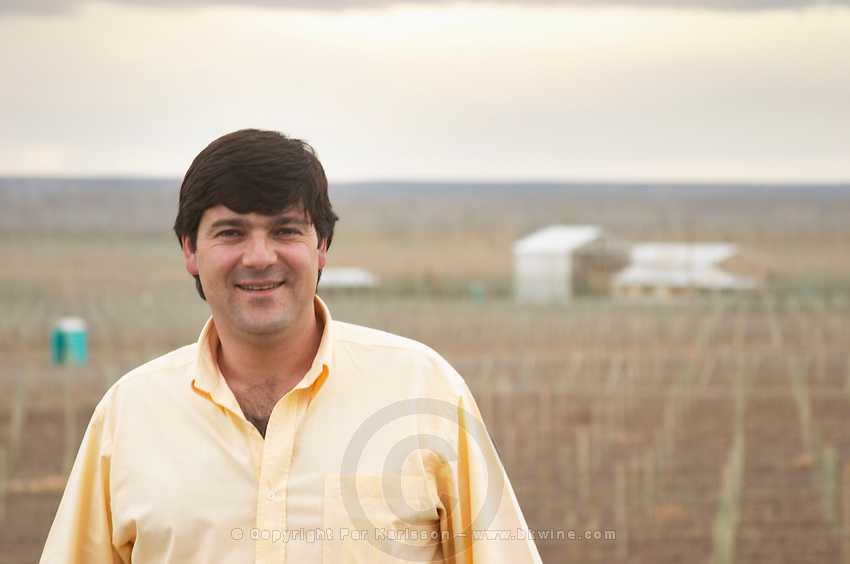 Leonardo Puppato winemaker in front of the vineyard. Bodega Familia Schroeder Winery, also called Saurus, Neuquen, Patagonia, Argentina, South America