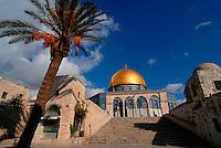 Gerusalemme / Israele.Entrata alla spianata delle moschee, nei pressi della Moschea Al-Aqsa, nel cuore della parte vecchia di Gerusalemme..E' considerato il terzo luogo sacro dell'Islam dopo la Kaaba di Mecca e la Moschea del Profeta di Medina..Foto Livio Senigalliesi...Jerusalem / Israel.Al Aqsa Mosque, or Al-Masjid el-Aqsa, in Jerusalem's Haram el-Sharif (the Temple Mount to Jews), is a mosque that includes the Dome of the Rock. It is Islam's third-holiest site after the Kaaba in Mecca and the Prophet's Mosque in Medina (both in Saudi Arabia). .Al-Aqsa is part of 180,000 square yard compound of al-Haram el-Sharif, or the Noble Sanctuary (or Sacred Precinct), occupying one-sixth of the walled area of the Old City of Jerusalem..Photo Livio Senigalliesi