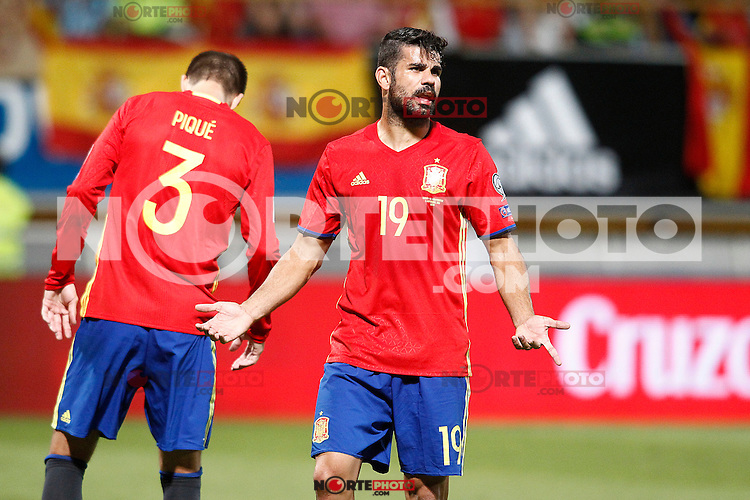 Spain's Gerard Pique (l) and Diego Costa during FIFA World Cup 2018 Qualifying Round match. September 5,2016.(ALTERPHOTOS/Acero)
