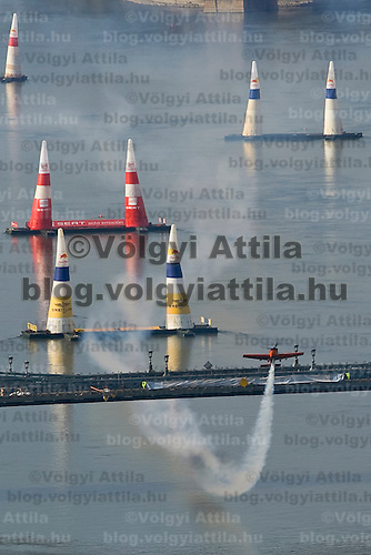 0708185387a Red Bull Air Race international air show practice runs over the river Danube, Budapest preceding the anniversary of Hungarian state foundation. Hungary. Saturday, 18. August 2007. ATTILA VOLGYI