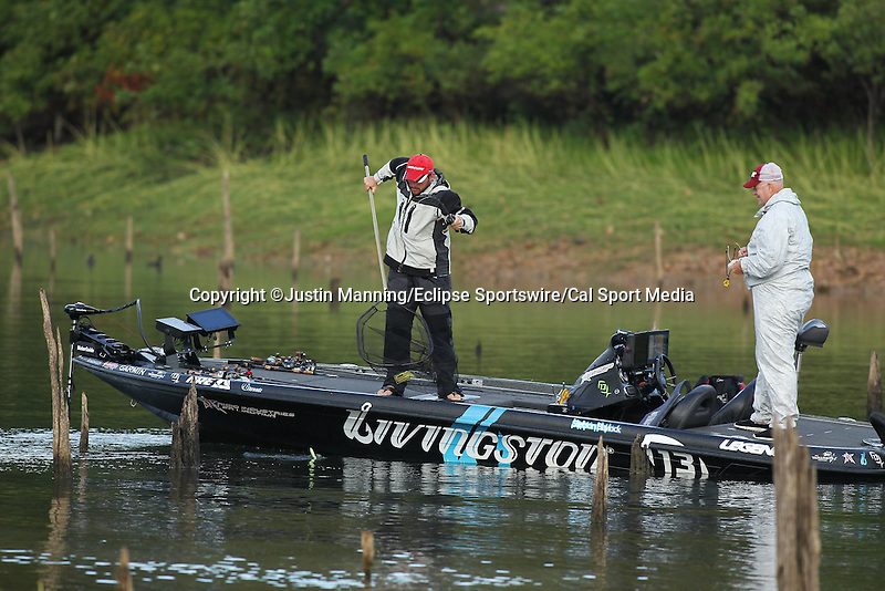 August 22, 2015: Stetson Blaylock netting a fish on day three of the Forrest Wood Cup on Lake Ouachita in Hot Springs, AR. Justin Manning/ESW/CSM