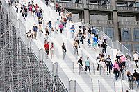 Nederland Rotterdam 2016 05 28. Tijdelijke trap  naar het Groothandelsgebouw. Met de tijdelijke trapconstructie viert Rotterdam 75 jaar wederopbouw van de stad. Foto Berlinda van Dam / Hollandse Hoogte