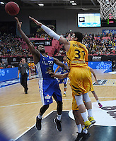 Basketball  1. Bundesliga  2016/2017  Hauptrunde  17. Spieltag  30.12.2016 Walter Tigers Tuebingen - FRAPORT SKYLINERS Frankfurt Antonio Graves (li, Frankfurt) gegen Isaiah Philmore (re, Tigers)