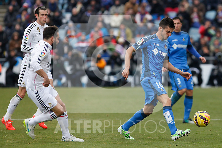 Getafe´s Sarabia (R) and Real Madrid´s Daniel Carvajal during La Liga match at Coliseum Alfonso Perez stadium  in Getafe, Spain. January 18, 2015. (ALTERPHOTOS/Victor Blanco)