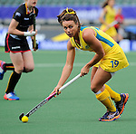 The Hague, Netherlands, June 05: Georgie Parker #19 of Australia looks to pass during the field hockey group match (Women - Group A) between Belgium and Australia on June 5, 2014 during the World Cup 2014 at Kyocera Stadium in The Hague, Netherlands. Final score 2:3 (1:1) (Photo by Dirk Markgraf / www.265-images.com) *** Local caption ***