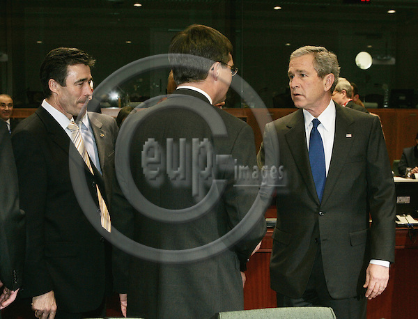 BRUSSELS - BELGIUM - 22 FEBRUARY 2005 --EU-US Summit.--The President of the United States of America George W. BUSH speaking with, from left, Anders FOGH RASMUSSEN, Danish Prime Minister and Jan BALKENENDE Prime Minister of Netherlands-- PHOTO: JUHA ROININEN / EUP-IMAGES....This picture is copyright EUP-IMAGES and all rights belong to EUP-IMAGES. The picture may not be subject to RESALE or storage in any kind in electronical or analog way. If published due to the above EU-US summit meeting in Brussels in print or electronical form the publication must inform on the use and all further use of this picture may only be done by contacting www.eup-images.com..