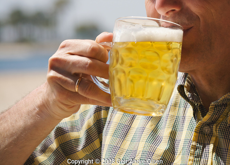 Man enjoying an icecold beer at a sunny day